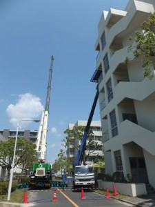 大型物品はC棟5階へクレーンで搬入。