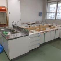 C棟5階503室に実験台を移設中。